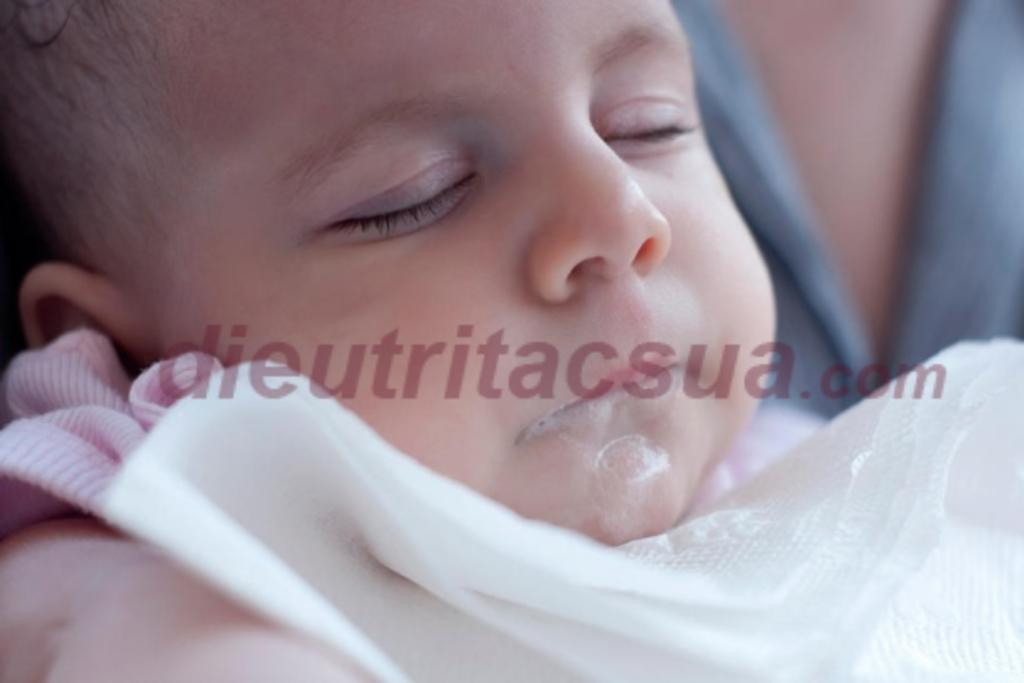 Mẹ có bao nhiêu tia sữa? Sữa mẹ phun mạnh có thể khiến bé khó bú