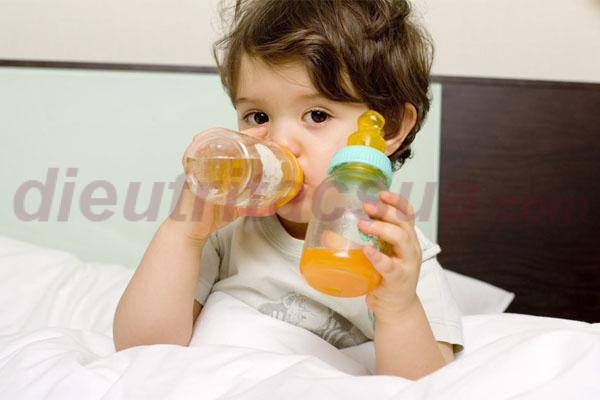 Bổ sung cho trẻ nước ép hoa quả