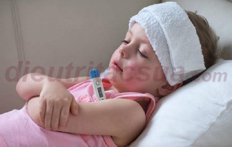 Chăm sóc trẻ sau tiêm mũi 5 trong 1