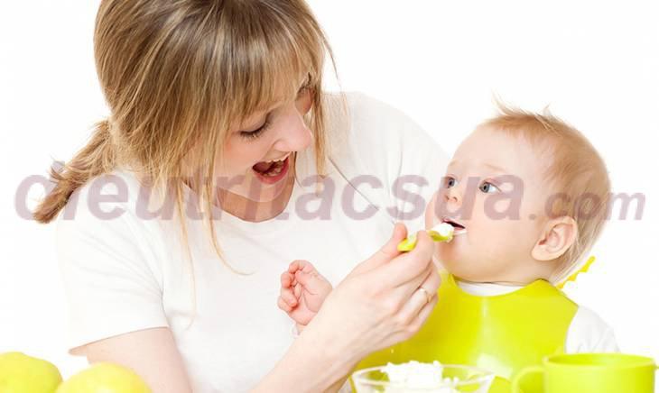 Cho bé ăn dặm lượng thức ăn từ ít đến nhiều