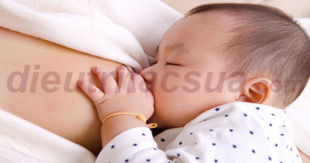 Cho trẻ bú đủ để khiến trẻ ho dễ dàng hơn