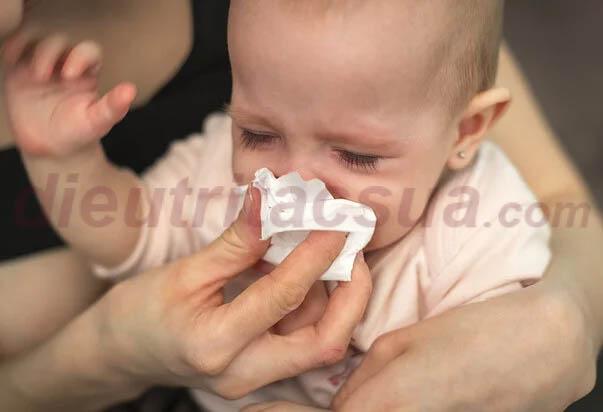Khi bé bị sổ mũi, nghẹt mũi thường có dấu hiệu gì?