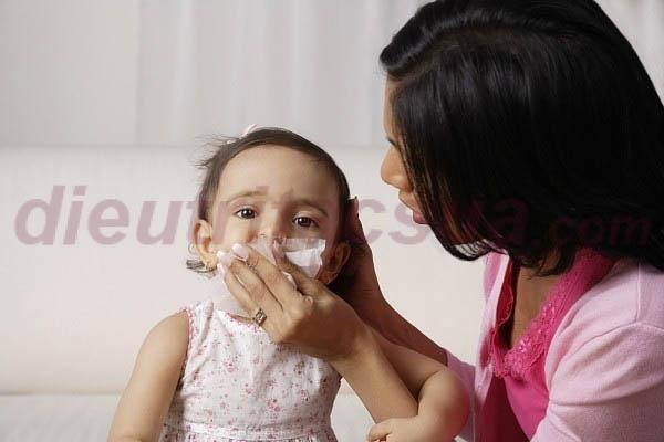 Mẹ cần làm gì để phòng tránh tình trạng trẻ sơ sinh bị sổ mũi