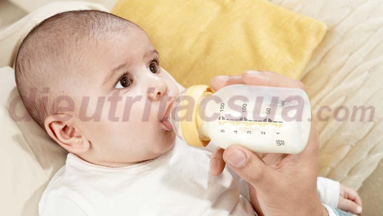 Trẻ sơ sinh ăn bao nhiêu ml sữa một ngày
