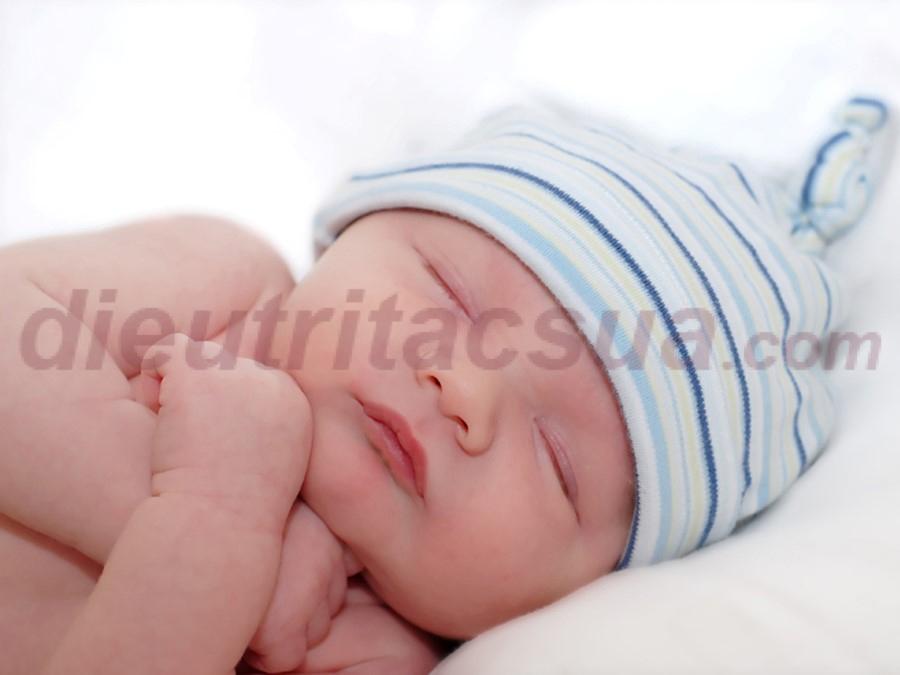 Trẻ sơ sinh ngủ nhiều hơn ăn
